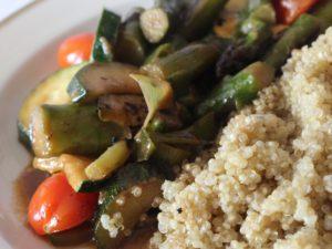 Sommerliches veganes Thai-Curry mit Quinoa