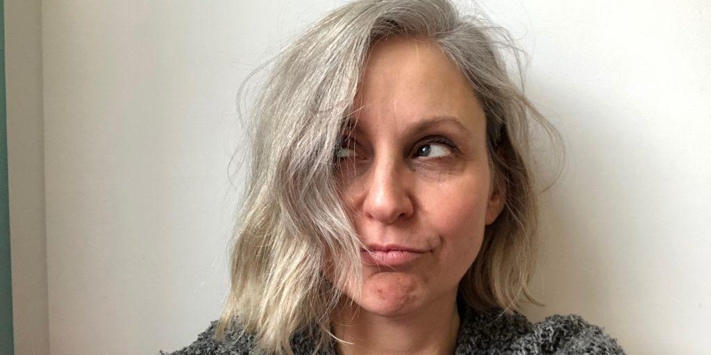 Graue haare jung
